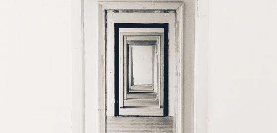 Plusieurs portes en enfilade