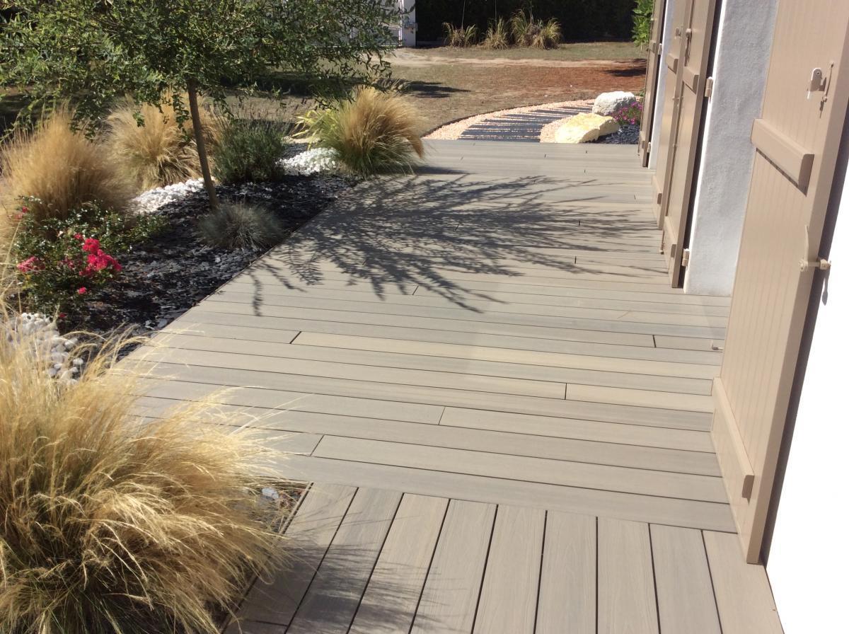Terrasse en composite pour piscine par Neowood