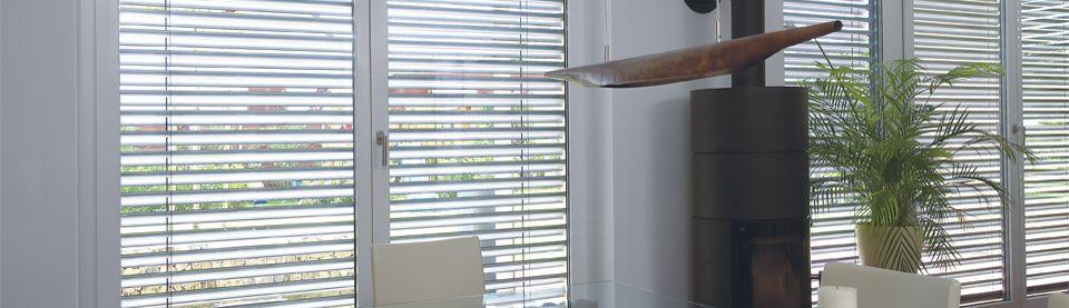 Le brise soleil orientable permet de maîtriser l'arrivée de la lumière dans une maison. Source image : Soprofen